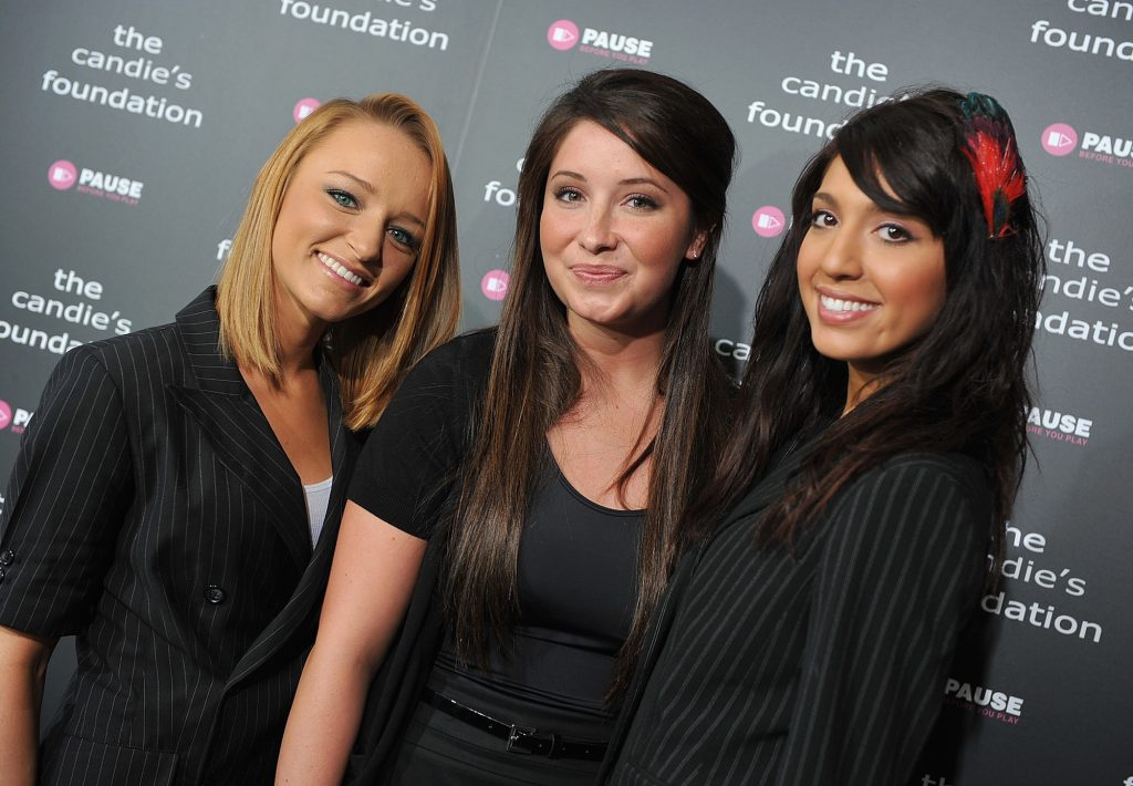 (L-R) Maci Bookout, Bristol Palin and Farrah Abraham smiling in front of a black backdrop