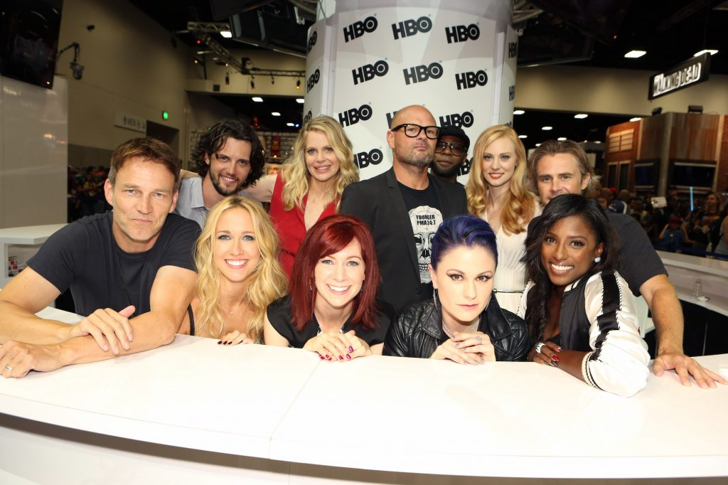 (L-R) Stephen Moyer, Anna Camp, Carrie Preston, Anna Paquin and Rutina Wesley; back row, from L-R: Nathan Parsons, Kristin Bauer van Straten, Chris Bauer, Nelsan Ellis, Deborah Ann Woll and Sam Trammell smiling