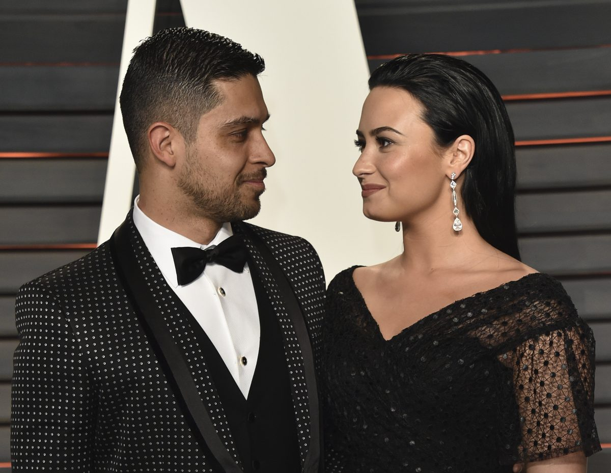 Actor Wilmer Valderrama (L) and singer Demi Lovato arrive at the 2016 Vanity Fair Oscar Party Hosted By Graydon Carter at Wallis Annenberg Center for the Performing Arts on February 28, 2016 in Beverly Hills, California.
