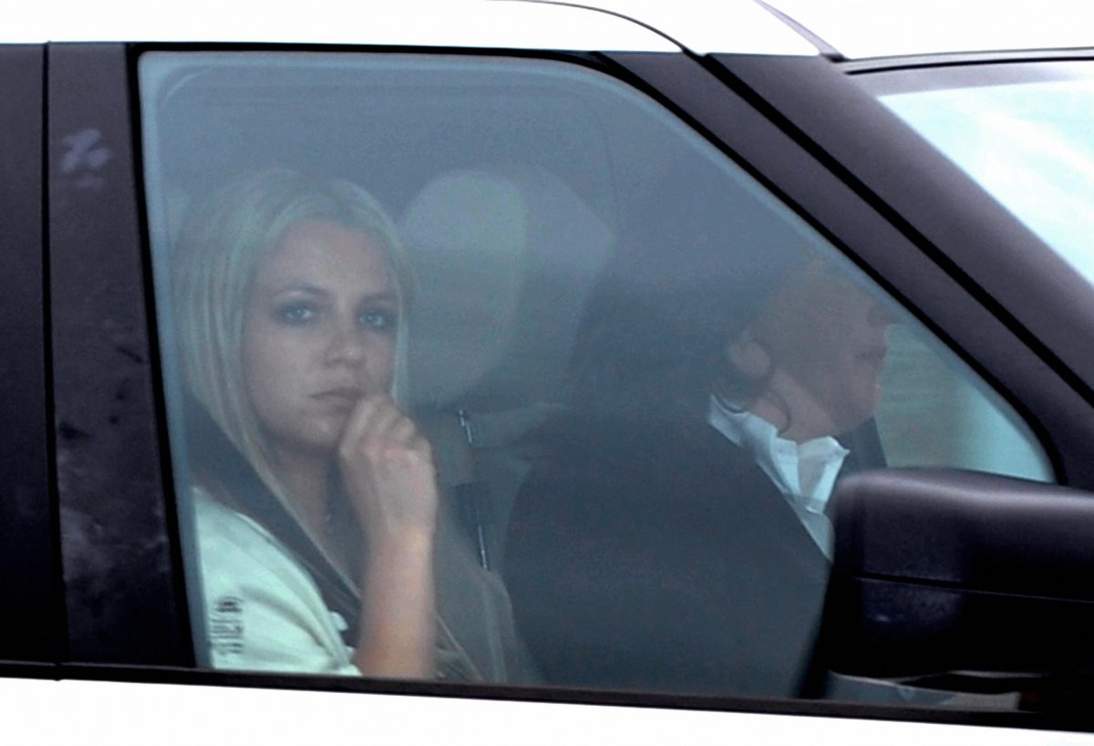Britney Spears leaves the Los Angeles County Superior courthouse after a child custody status hearing on May 6, 2008.