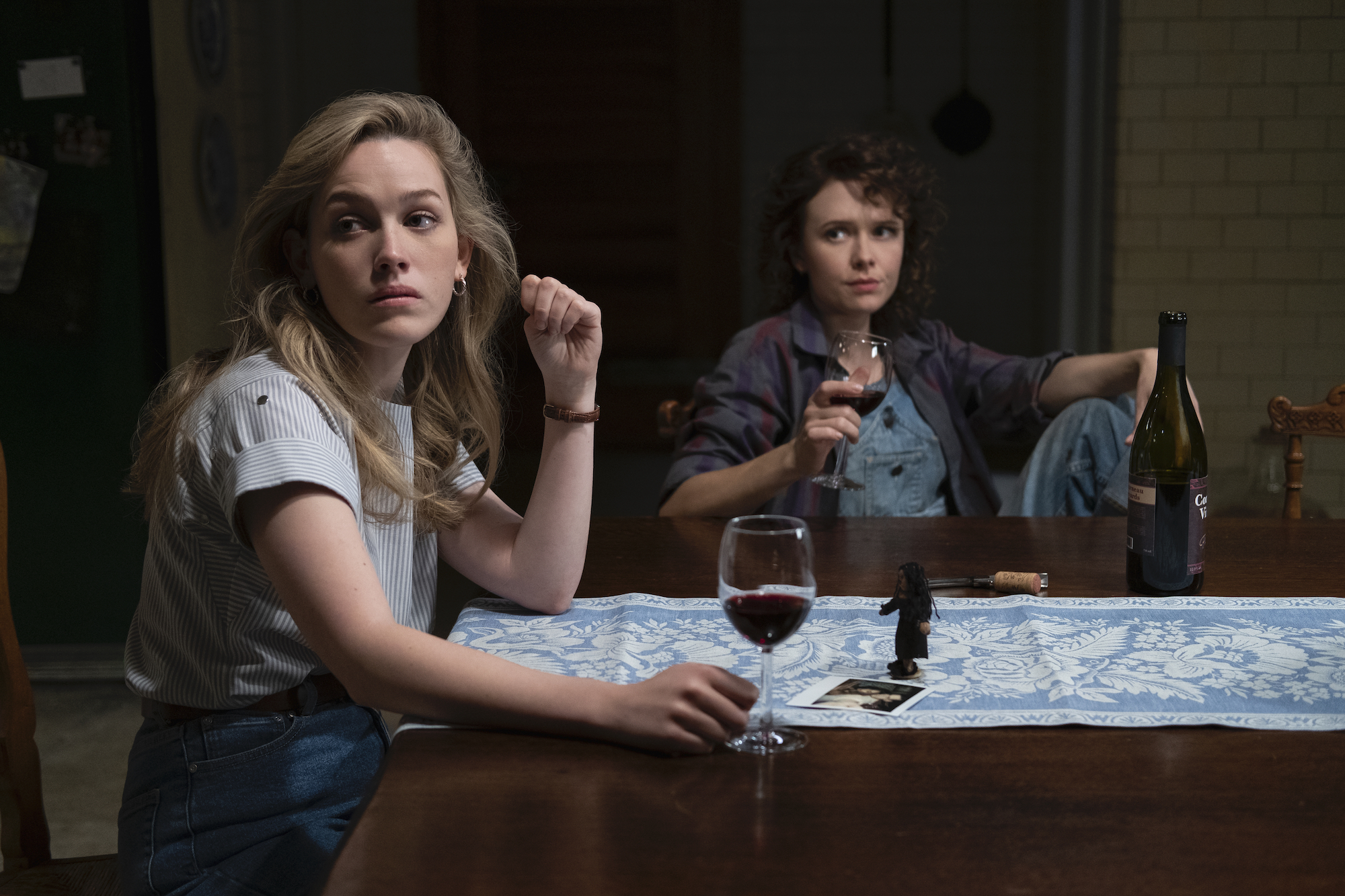 Dani (Victoria Pedretti) and Jamie (Amelia Eve) in 'THE HAUNTING OF BLY MANOR.'