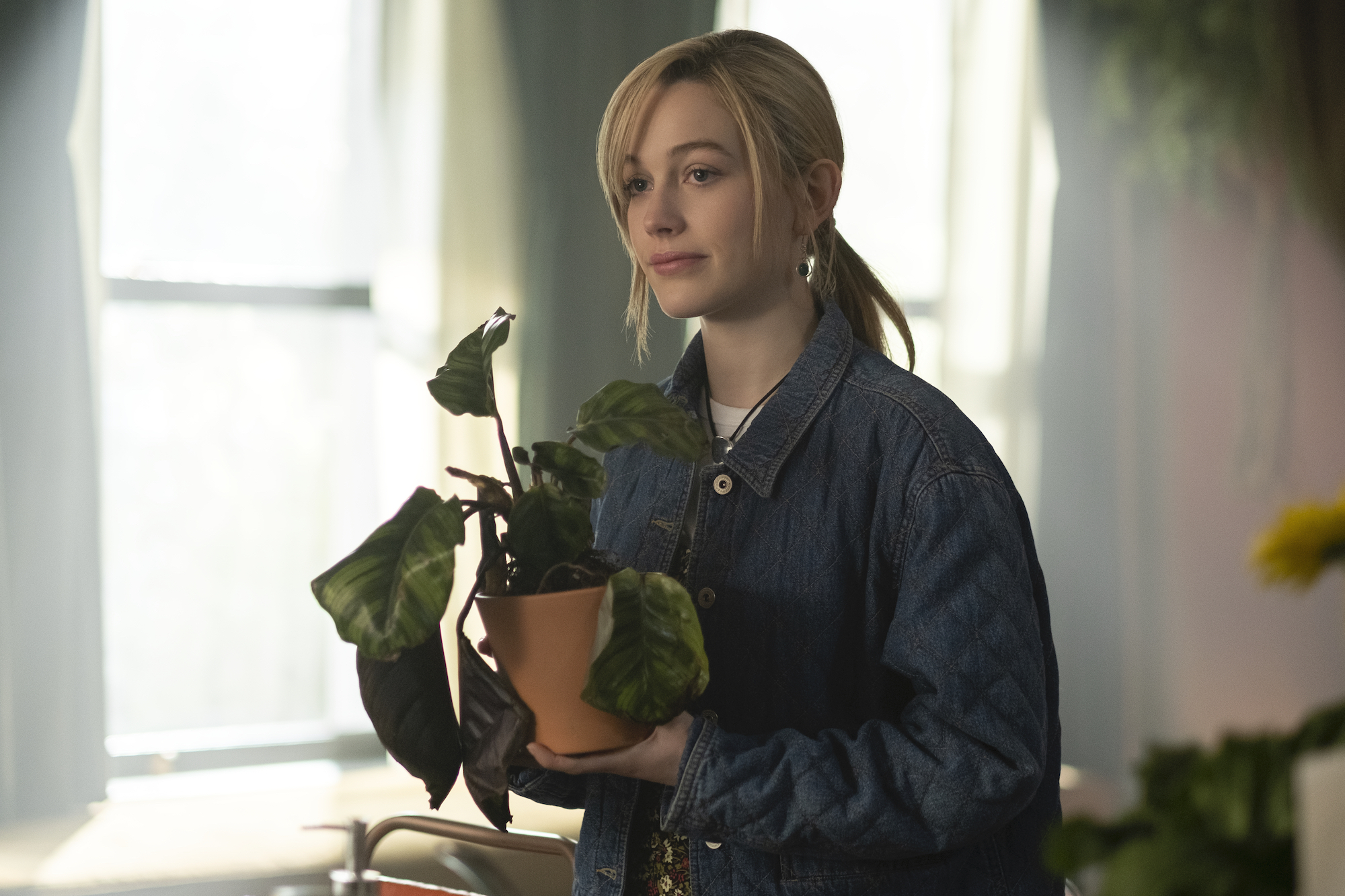 Victoria Pedretti as Dani in 'THE HAUNTING OF BLY MANOR.'