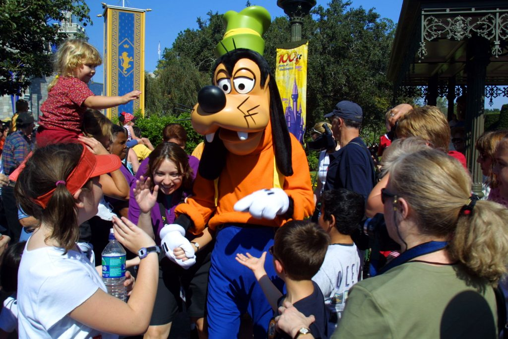 Goofy surrounded by kids