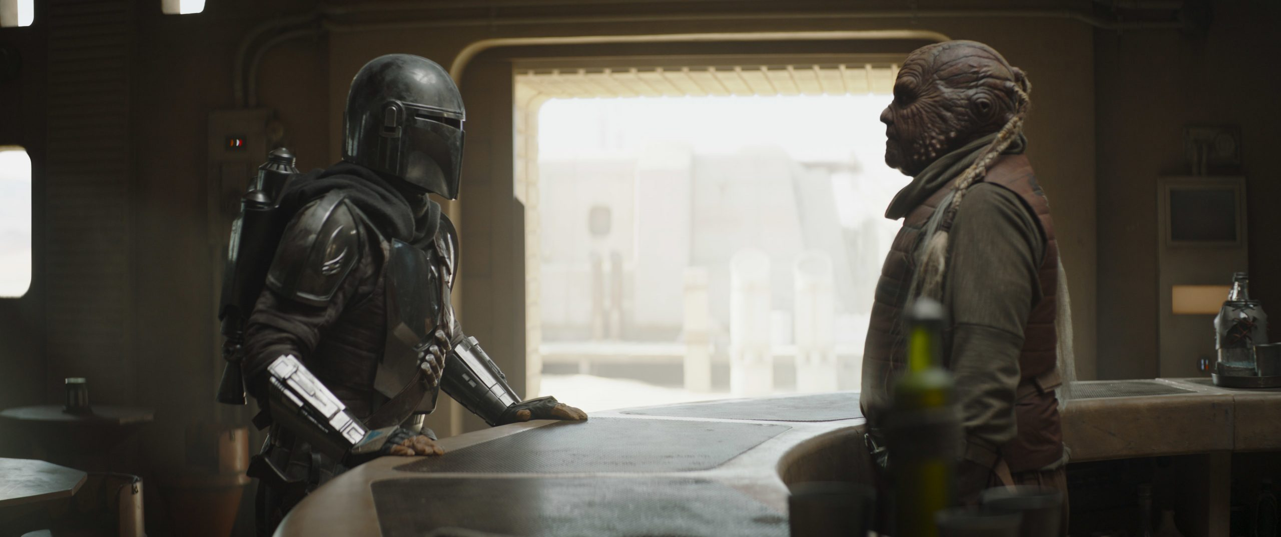 The Mandalorian (Pedro Pascal) and the Weequay bartender on Tatooine.