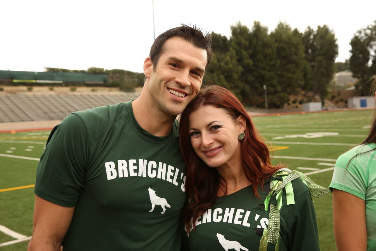 Newlyweds Brendon Villegas (left) and Rachel Reilly (right) wait at the 'The Amazing Race 24' starting line
