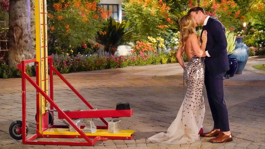 Clare Crawley and Ben Smith kissing on 'The Bachelorette' premiere