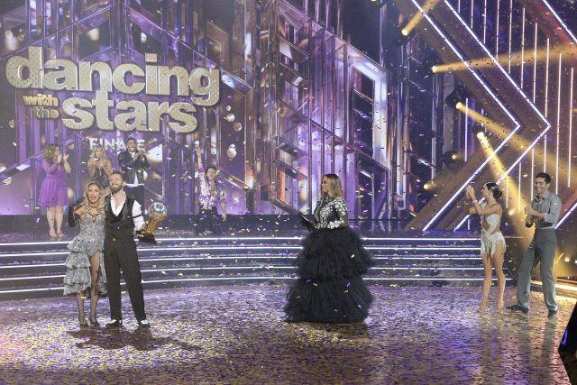 'Dancing With the Stars': Fans Troll Tyra Banks' Outfits During Season Finale
