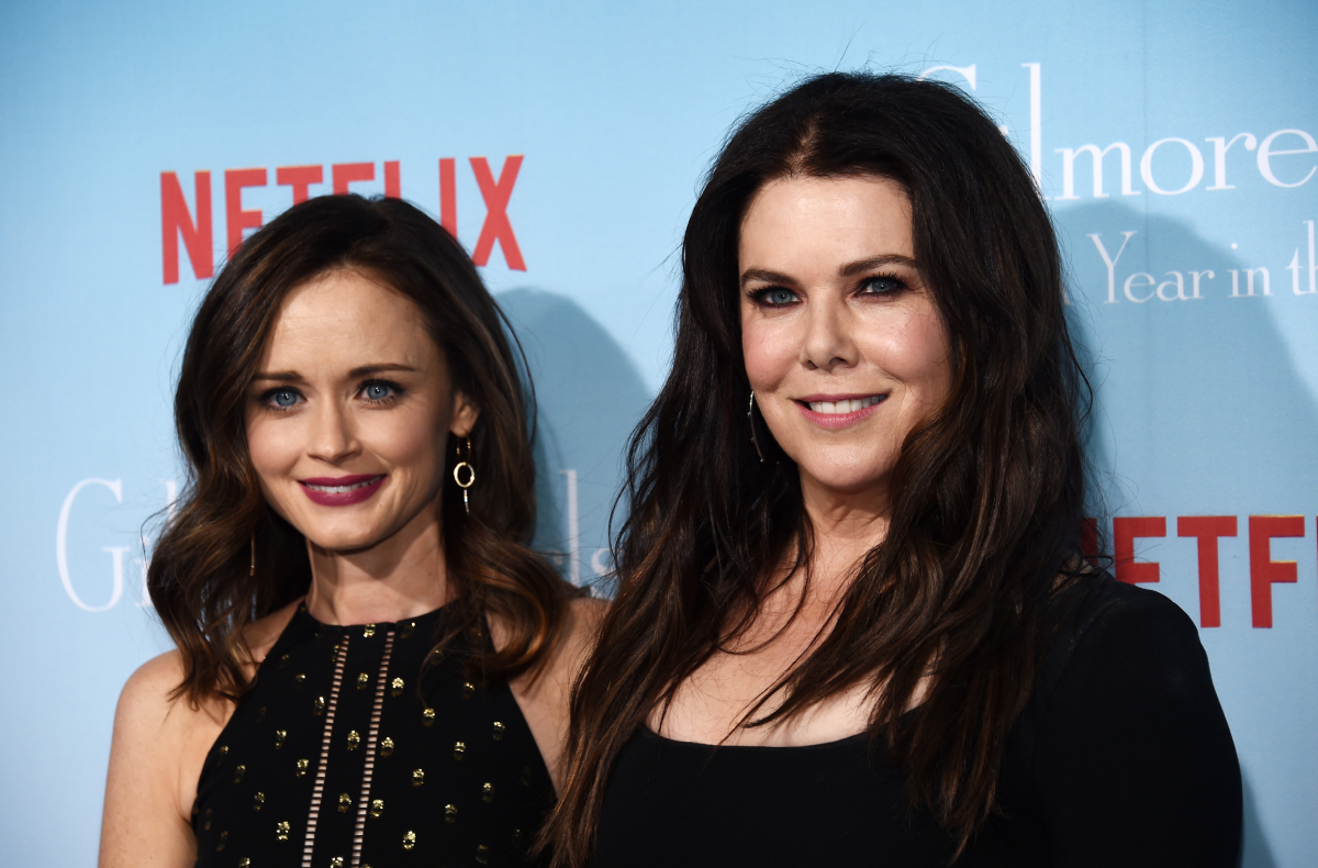 Alexis Bledel and Lauren Graham pose together as they arrive at the premiere of 'Gilmore Girls: A Year in the Life'