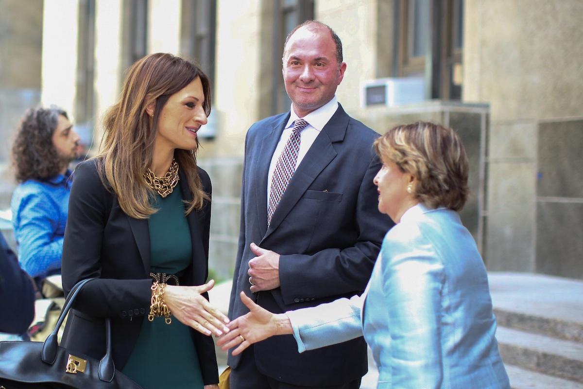 Harvey Weinstein attorney Donna Rotunno shakes hands with attorney Gloria Allred
