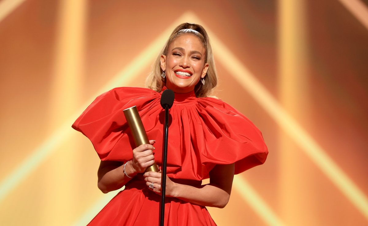 People's Choice Awards: Jennifer Lopez Gives Inspiring Speech For Girls of Color