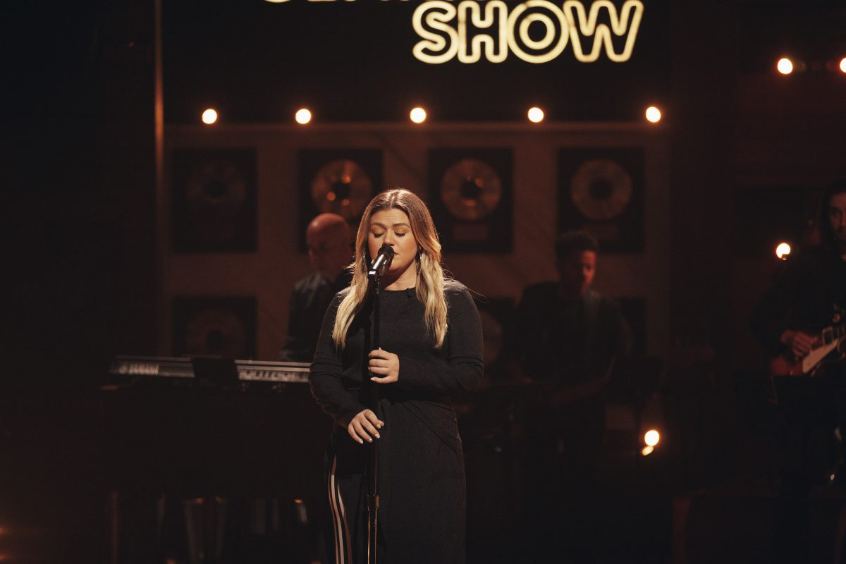Kelly Clarkson appears on stage at 'The Kelly Clarkson Show'