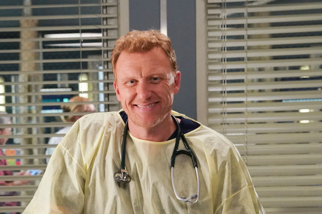Kevin McKidd as Owen Hunt smiling, wearing scrubs