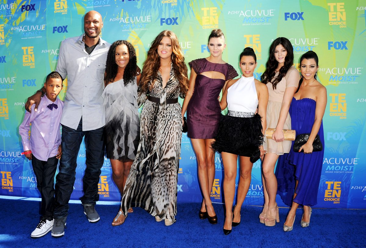 TV personalities Lamar Jr., Lamar Odom, daughter Destiny, Khloe Kardashian, Kendall Jenner, Kim Kardashian, Kylie Jenner and Kourtney Kardashian arrive at the 2011 Teen Choice Awards held at the Gibson Amphitheatre on August 7, 2011 in Universal City, California.