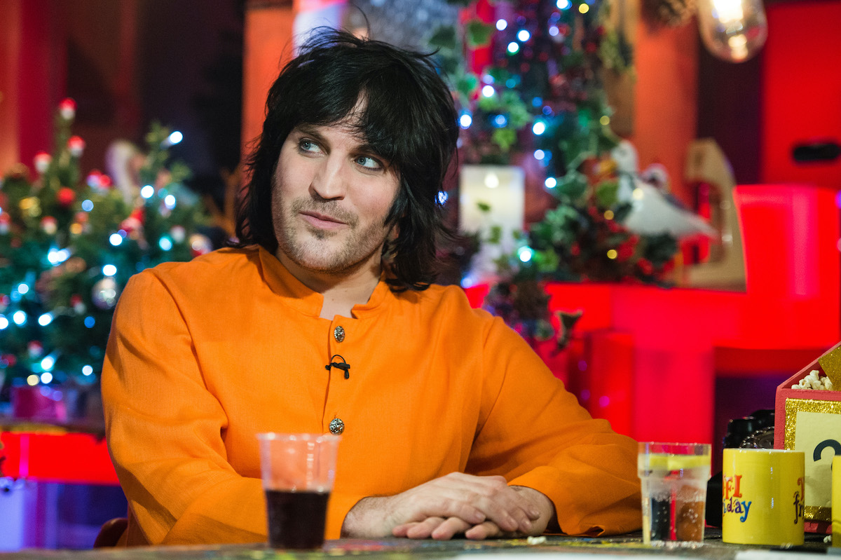 Co Host Of The Great British Bake Off Christmas 2021 The Great British Baking Show Host Noel Fielding Revealed His Age And Fans Cannot Deal
