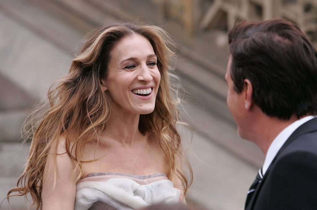"""Actor Chris Noth and actress Sarah Jessica Parker on location for Annie Leibowitz's Vogue """"Sex and the city"""" photo shoot in Central Park on March 7, 2008 in New York City 