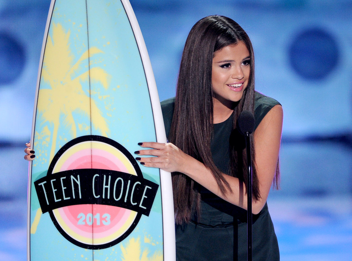 Singer Selena Gomez accepts the Choice Break-up Song award at the Teen Choice Awards 2013