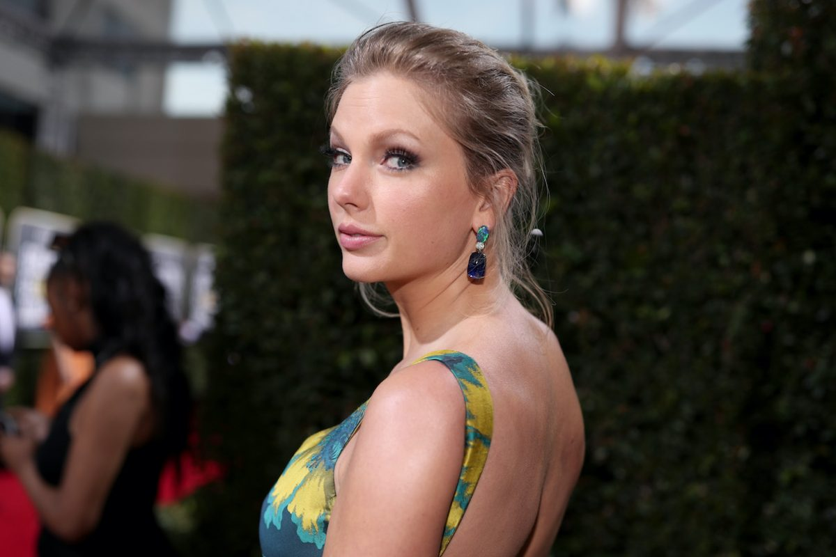 Taylor Swift attends the 2020 Golden Globe Awards