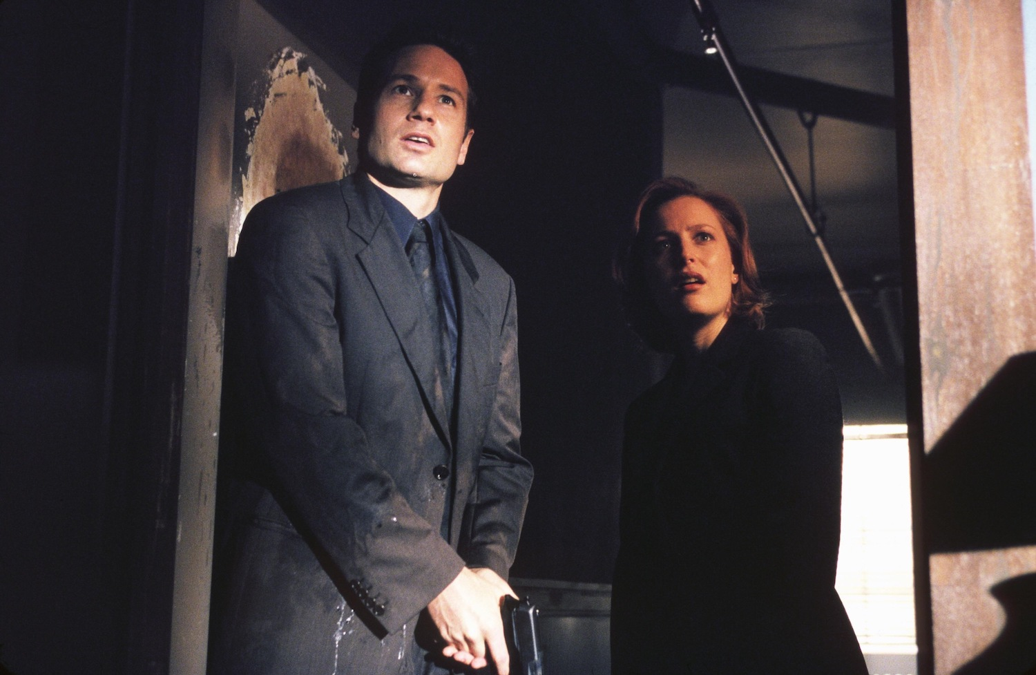 Agent Fox Mulder (David Duchovny) and Agent Dana Scully (Gillian Anderson) on 'The X-Files'