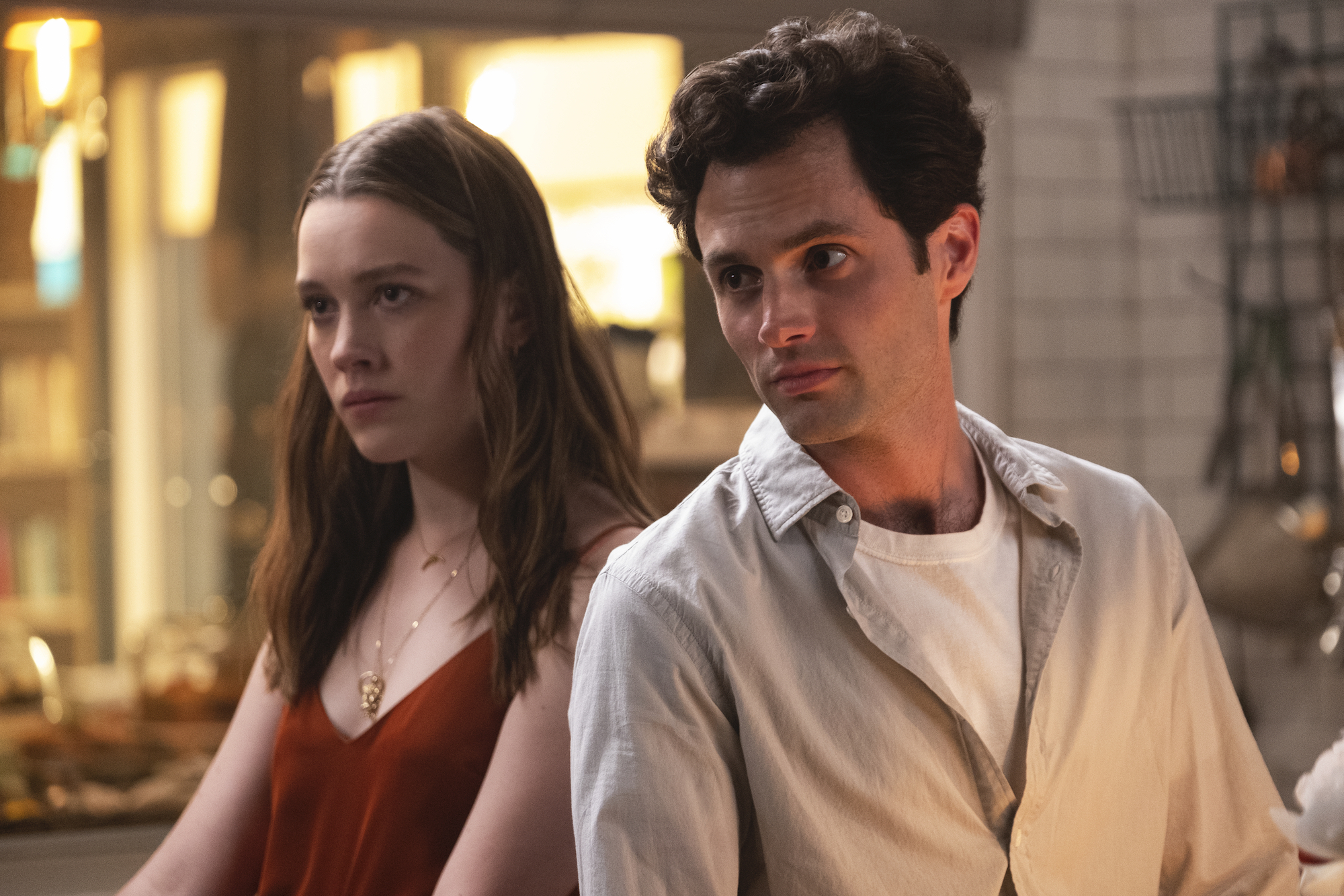 Love Quinn (Victoria Pedretti) and Joe Goldberg (Penn Badgley) on 'YOU' Season 2.