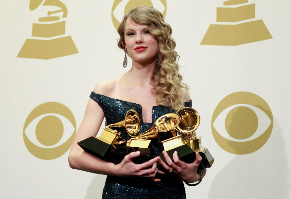 Taylor Swift poses st the 52nd Annual GRAMMY Awards on January 31, 2010 in Los Angeles, California.