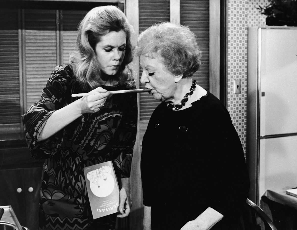 Samantha Stevens and Aunt Clara in 'Bewitched'