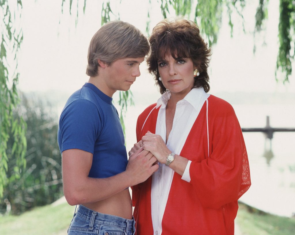 (L-R) Christopher Atkins as Peter Richards and Linda Gray as Sue Ellen Ewing