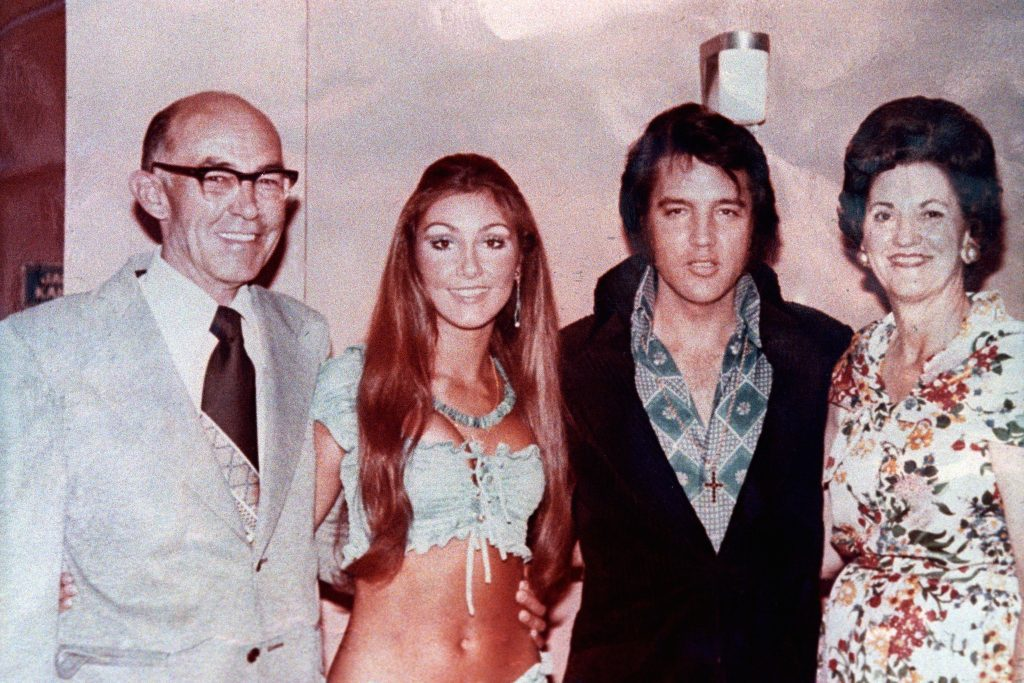 Elvis Presley with former girlfriend Linda Thompson and family