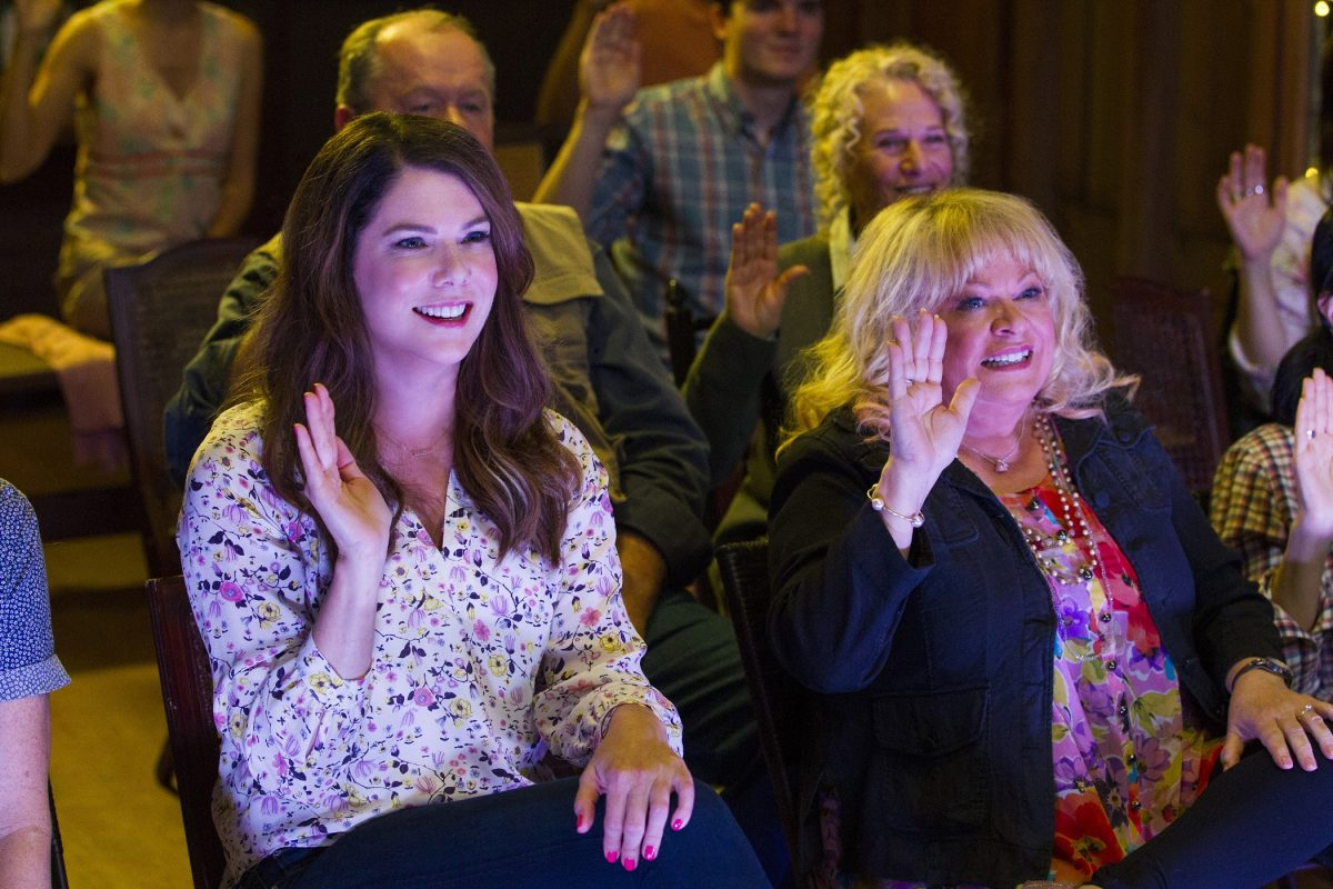 Lauren Graham as Lorelai Gilmore and Sally Struthers as Babette Dell in 'Gilmore Girls: A Year in the Life'