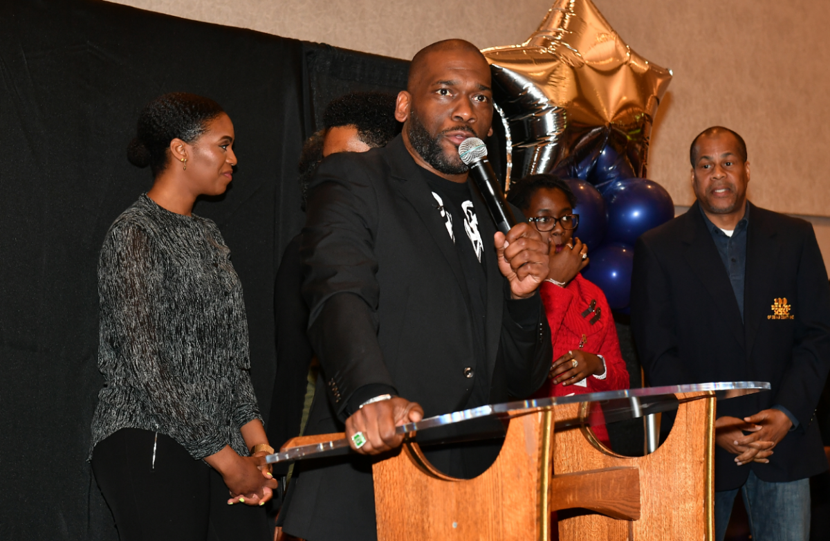 """Jamal Bryant speaks onstage during New Birth's """"Bail Out"""" program at New Birth Missionary Baptist Church"""