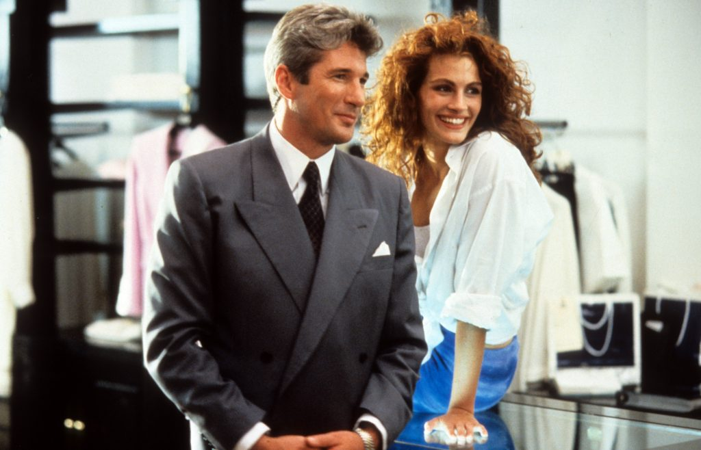 (L-R) Richard Gere and Julia Roberts in 'Pretty Woman' in a store