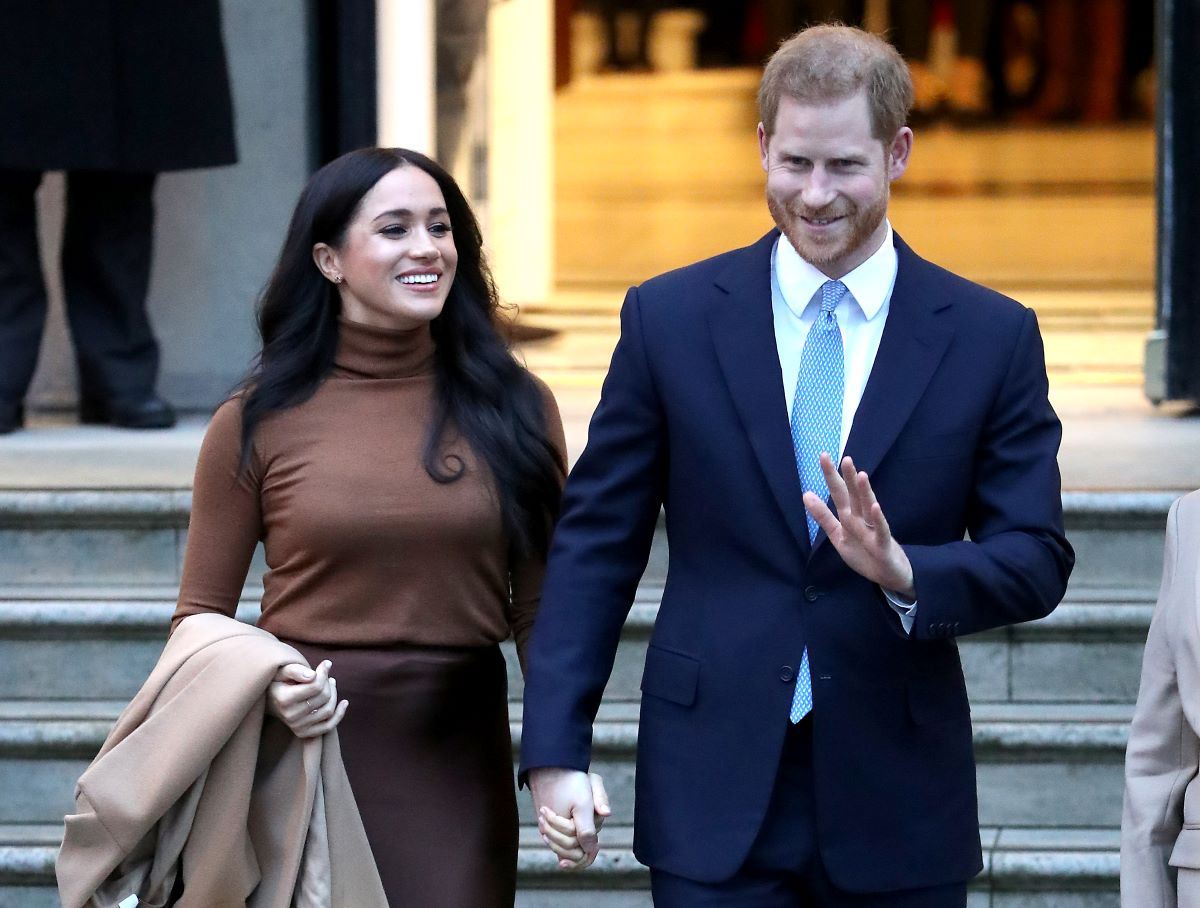 Prince Harry and Meghan Markle hold hands as they leave Canada House in 2020