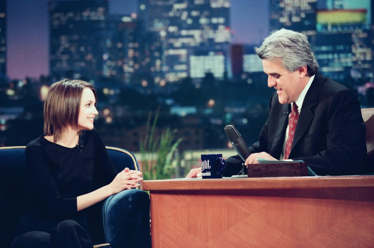 Rachael Leigh Cook joins Jay Leon on 'The Tonight Show with Jay Leno' in 1999