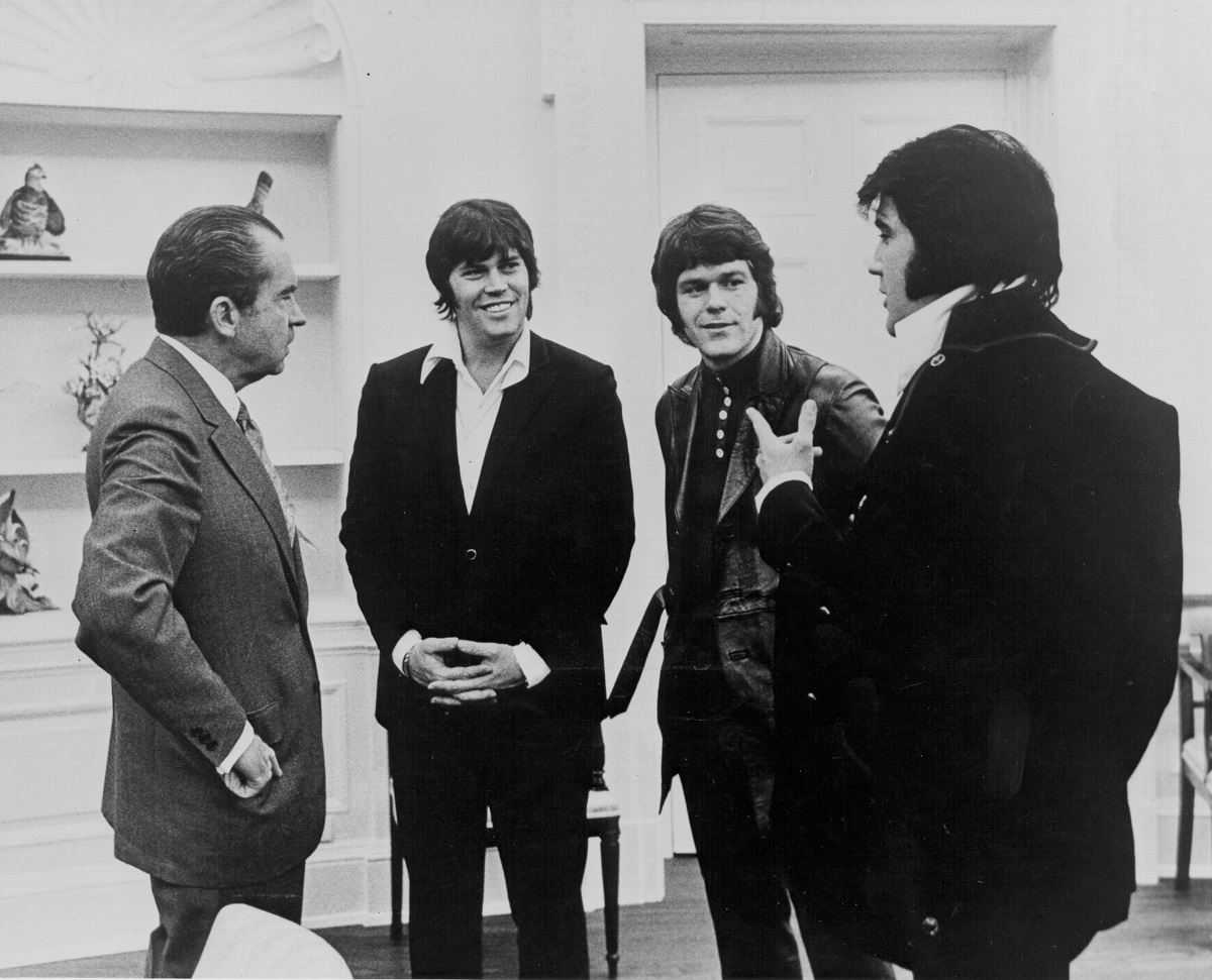 Richard Nixon, Sonny West, Jerry Schilling, and Elvis Presley