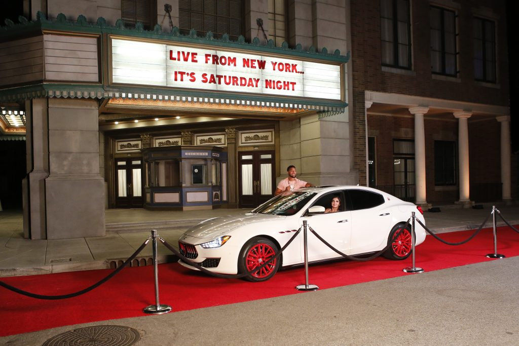 A car pulling up to a taping of 'SNL'