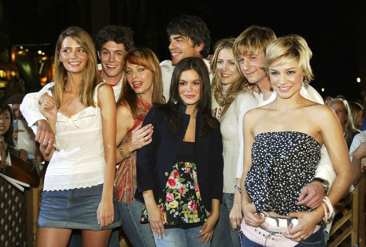 'The O.C.' cast members pose together at an event for the show