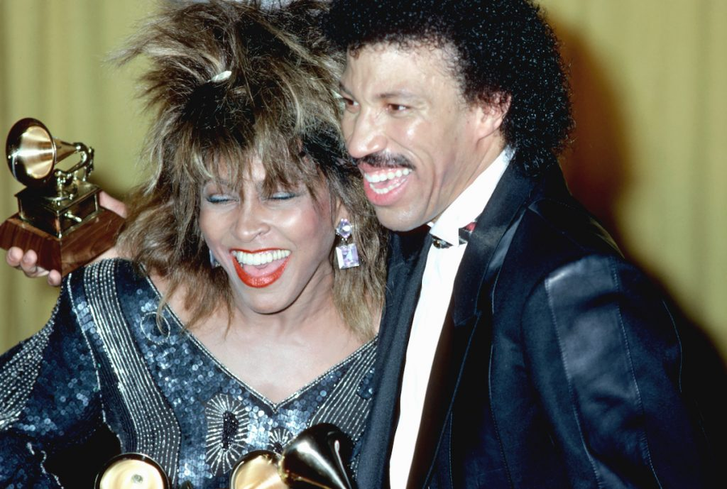 Pop singers Tina Turner and Lionel Richie celebrate their Grammy wins on February 26, 1985 in Los Angeles, California | Michael Ochs Archives/Getty Images