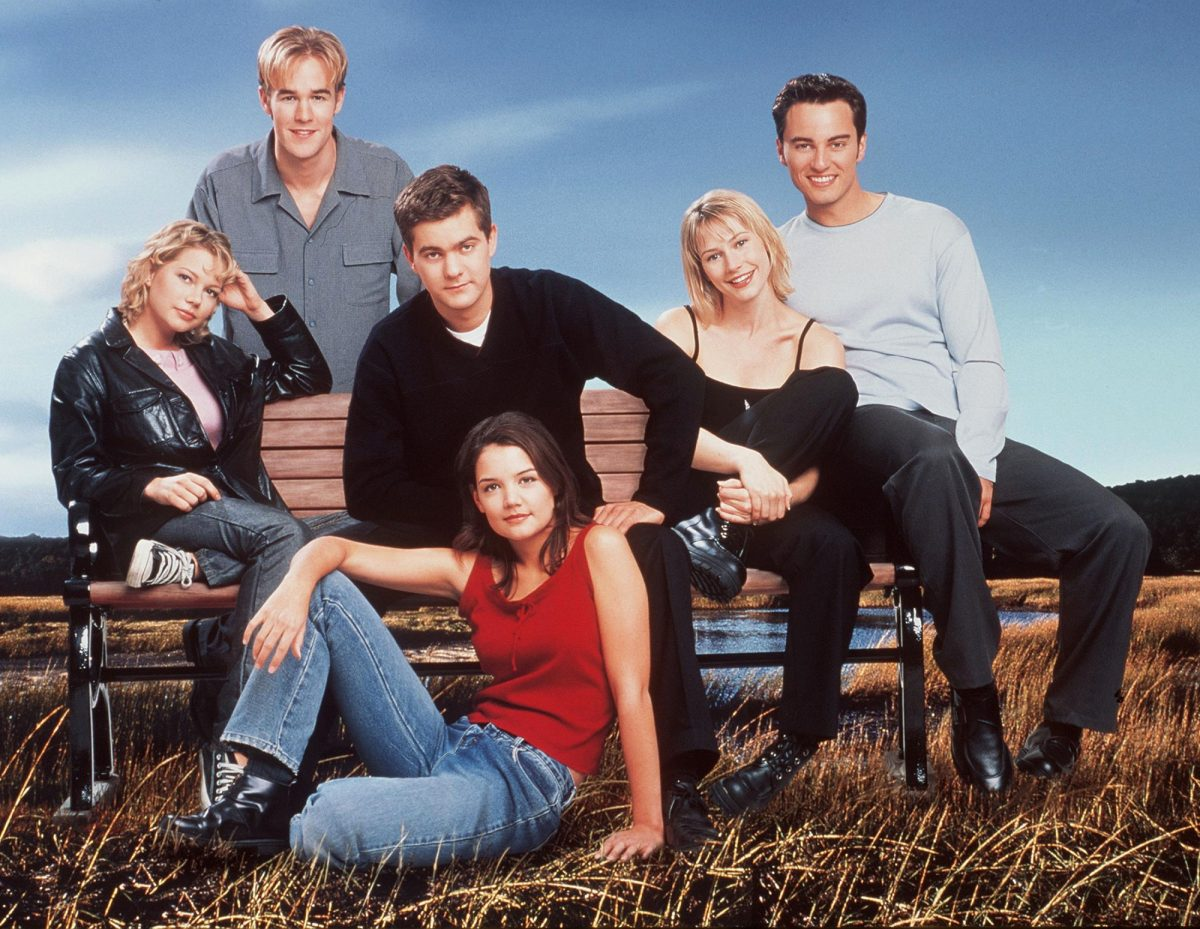 (L-R): Michelle Williams, James Van Der Beek (back), Joshua Jackson, Katie Holmes (front), Meredith Monroe, and Kerr Smith of 'Dawson's Creek'