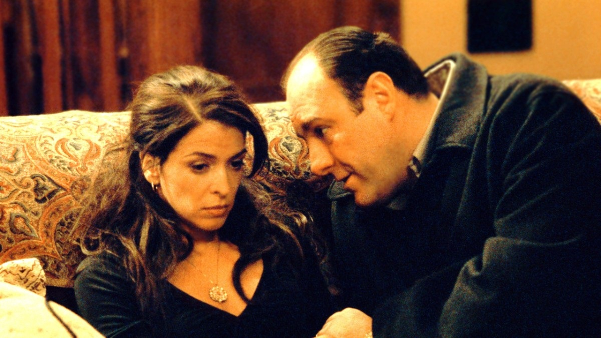 Annabella Sciorra and James Gandolfini on 'Sopranos set