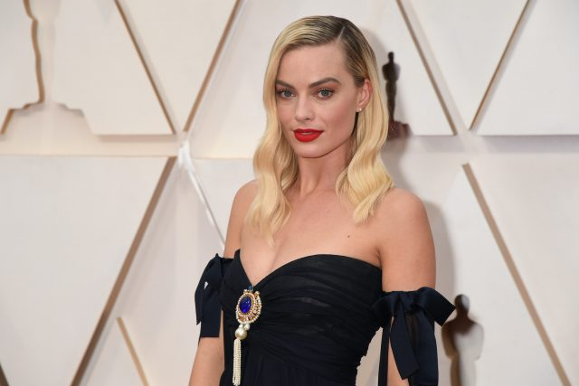 Margot Robbie's Heatless Way to Beachy Waves Takes Almost No Time