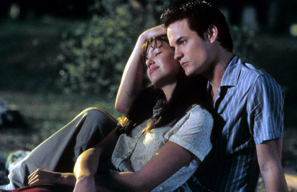 Mandy Moore is comforted by Shane West in a scene from the film 'A Walk To Remember', 2002 | Warner Brothers/Getty Images
