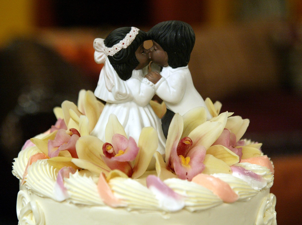 Cake topper from UPN's 'All Of Us' Special Wedding Episode, 'Let's Stay Together,' in 2004