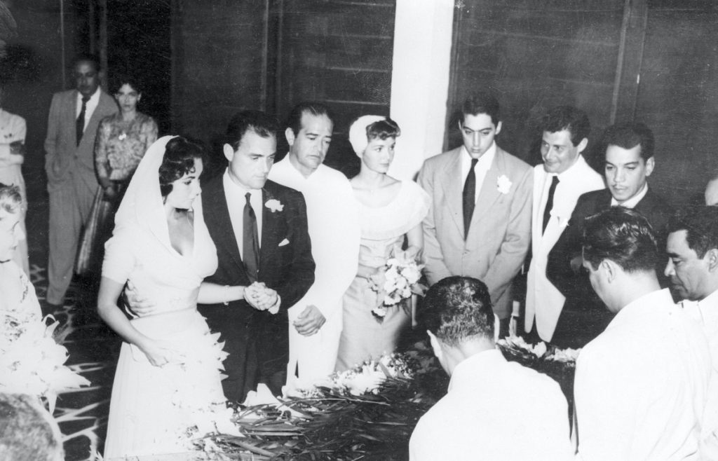Elizabeth Taylor and Mike Todd at their wedding. Matron of honor Debbie Reynolds and best man Eddie Fisher | Bettmann/Contributor/Getty Images