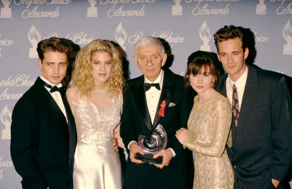 Jason Priestley, Tori Spelling, Aaron Spelling, Shannen Doherty, and Luke Perry at the 1992 People's Choice Awards