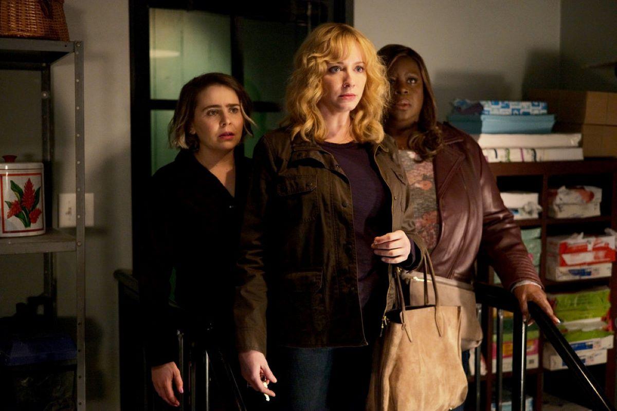 Mae Whitman as Annie Marks, Christina Hendricks as Beth Boland, Retta as Ruby Hill on 'Good Girls'