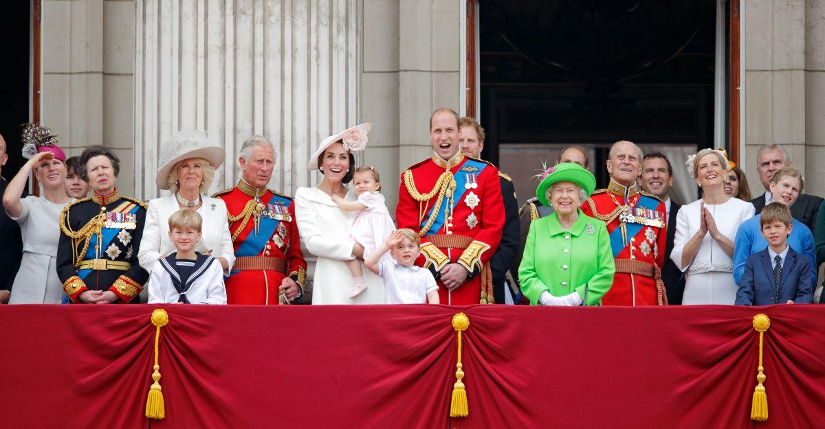 British royal family members on a balcony