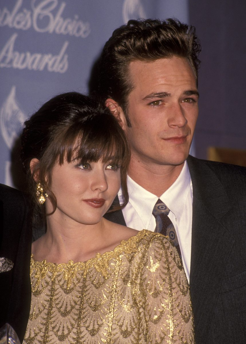 Shannen Doherty and Luke Perry pose together at the 18th Annual People's Choice Awards
