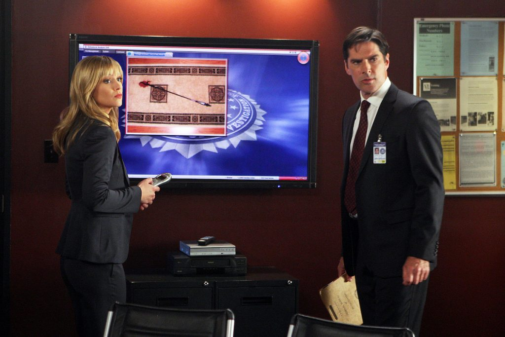 Agents Jareau (A.J. Cook, left) and Hotchner (Thomas Gibson, right