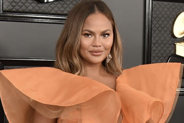 Chrissy Teigen Slams 'RHOC' Stars, Says They're 'Mean as Sh**'