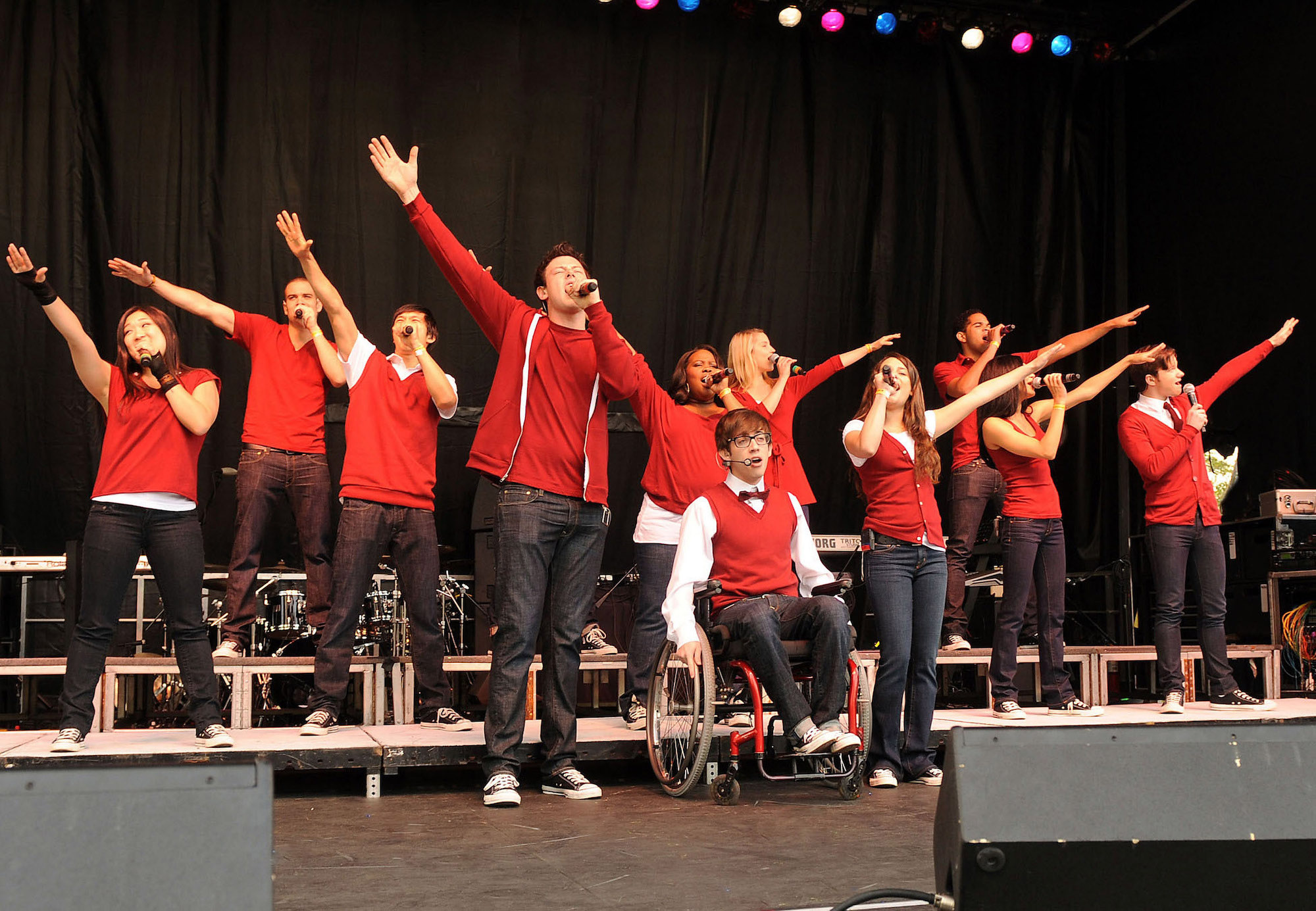 The cast of GLEE performs at the White House for the White House Easter Egg Roll on Monday, April 5, 2010