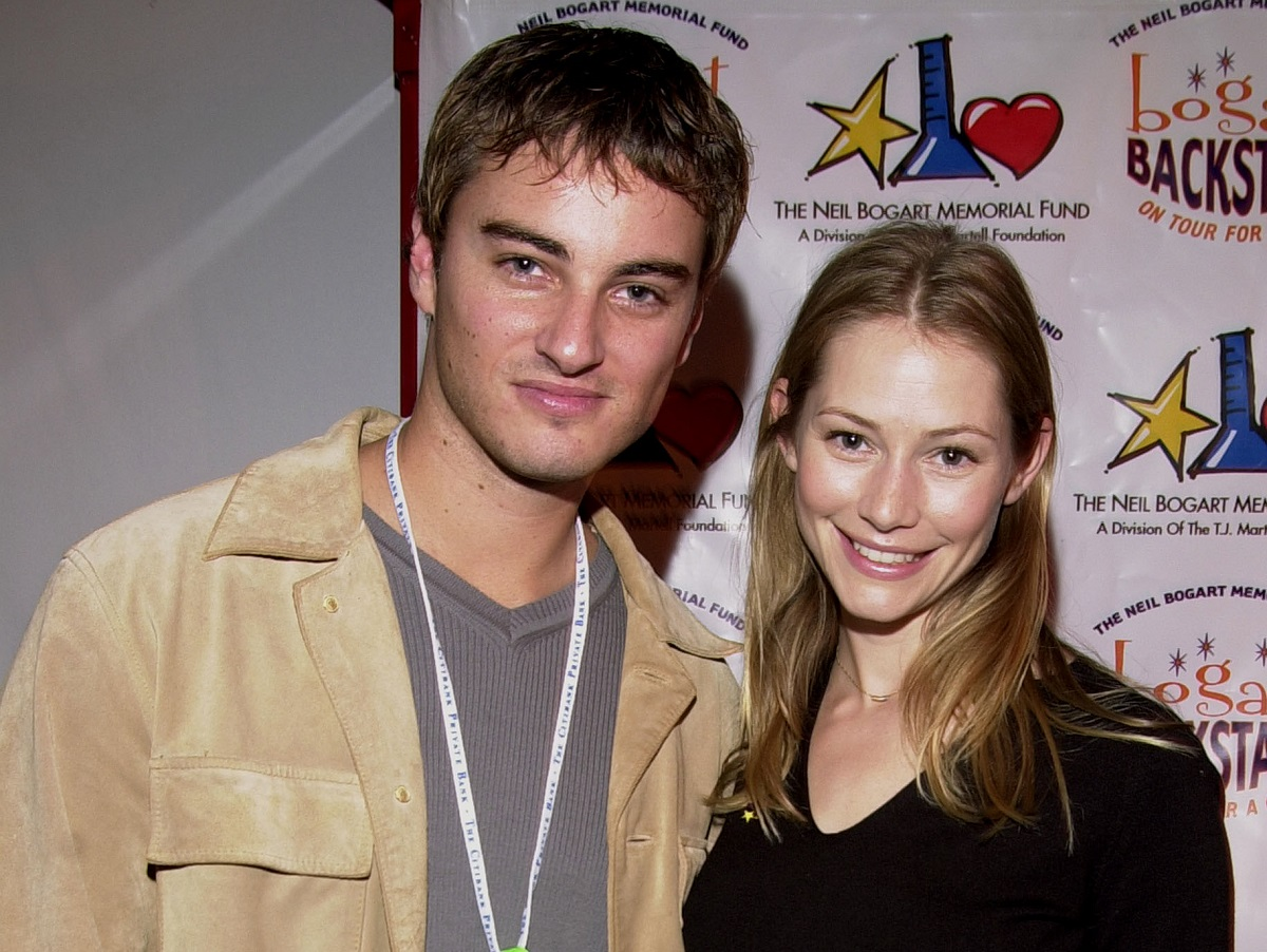 (L-R): Kerr Smith and Meredith Monroe on November 11, 2001, in Santa Monica, CA.